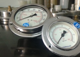 Pressure gauge on machine